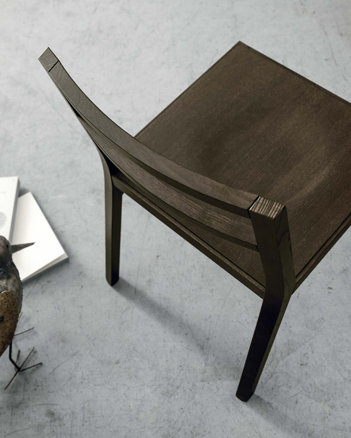 Bea, Wooden chair with a minimal design