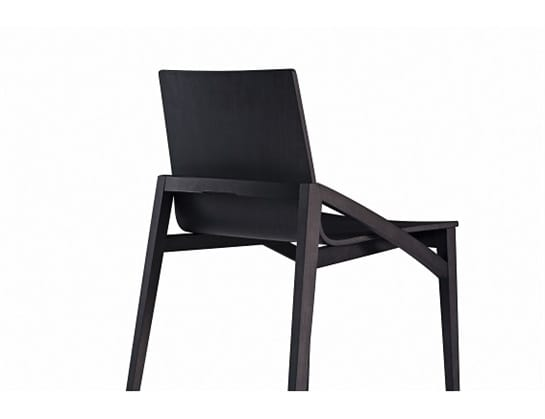 Capita 510M, Wooden chairs with a large seat