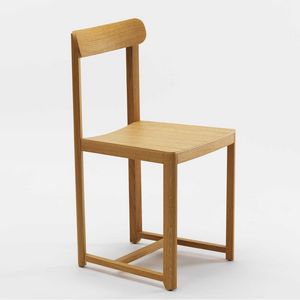 Seleri, Chair with compact and lightweight design