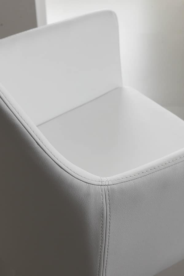Art. 242 Armonia, Armchair in faux leather, with coated metal base