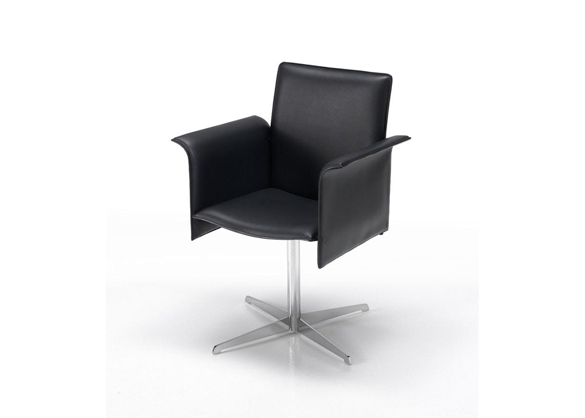 P181, Chair with chromed or varnished base