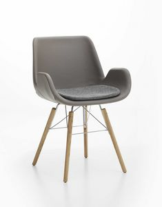 Lia, Upholstered armchair with wooden legs, for home