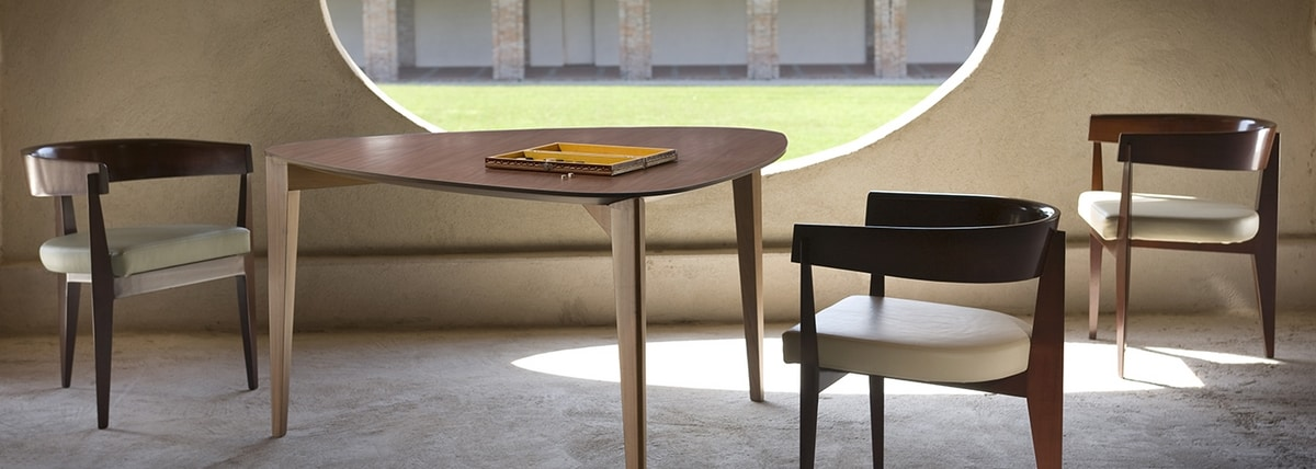 Ronson 3893, Chair in wood with 3 legs