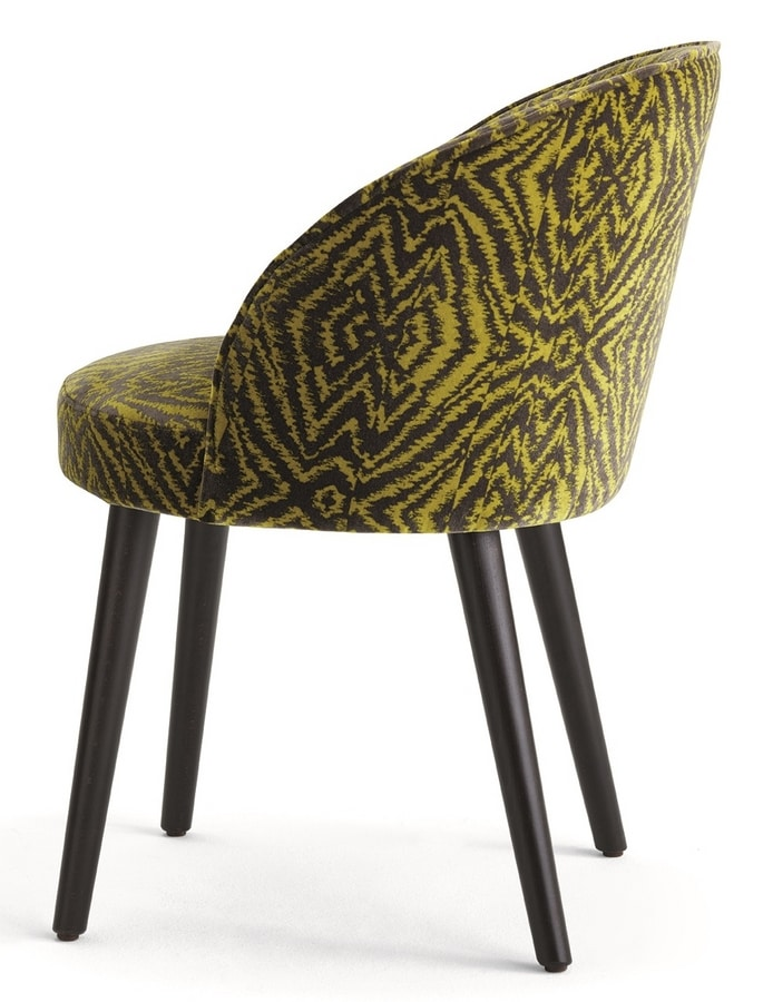 Tammy-P, Chair with rounded shapes