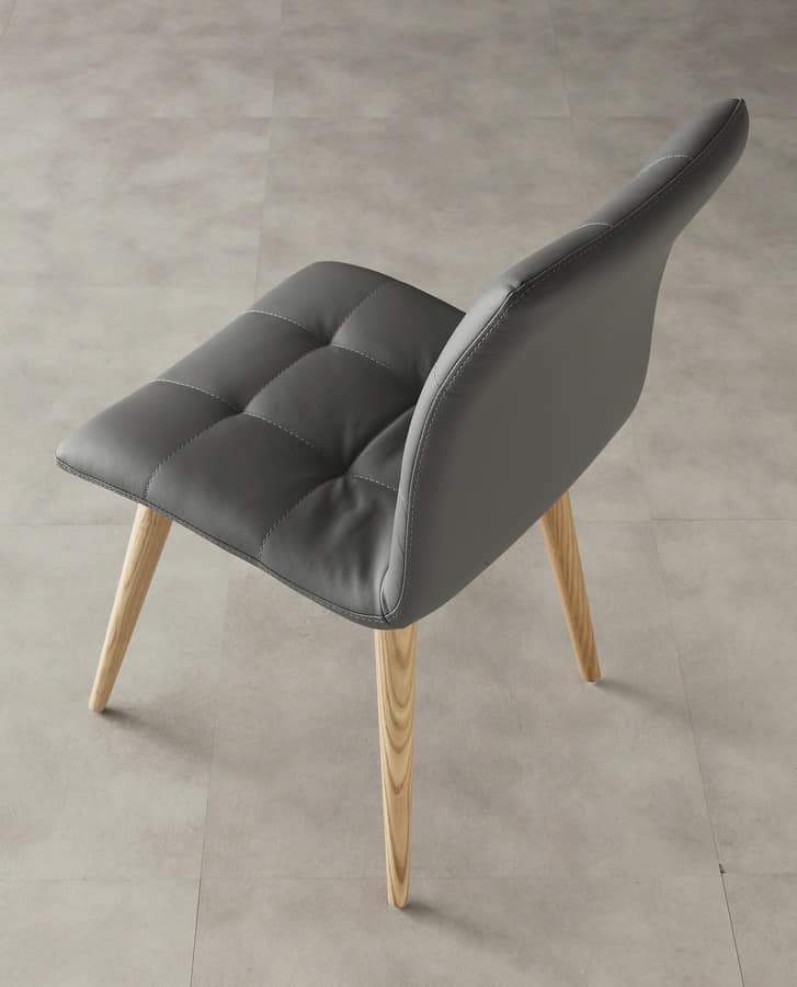 Art. 130 Finland, Dining chair, upholstered in faux leather, elegant