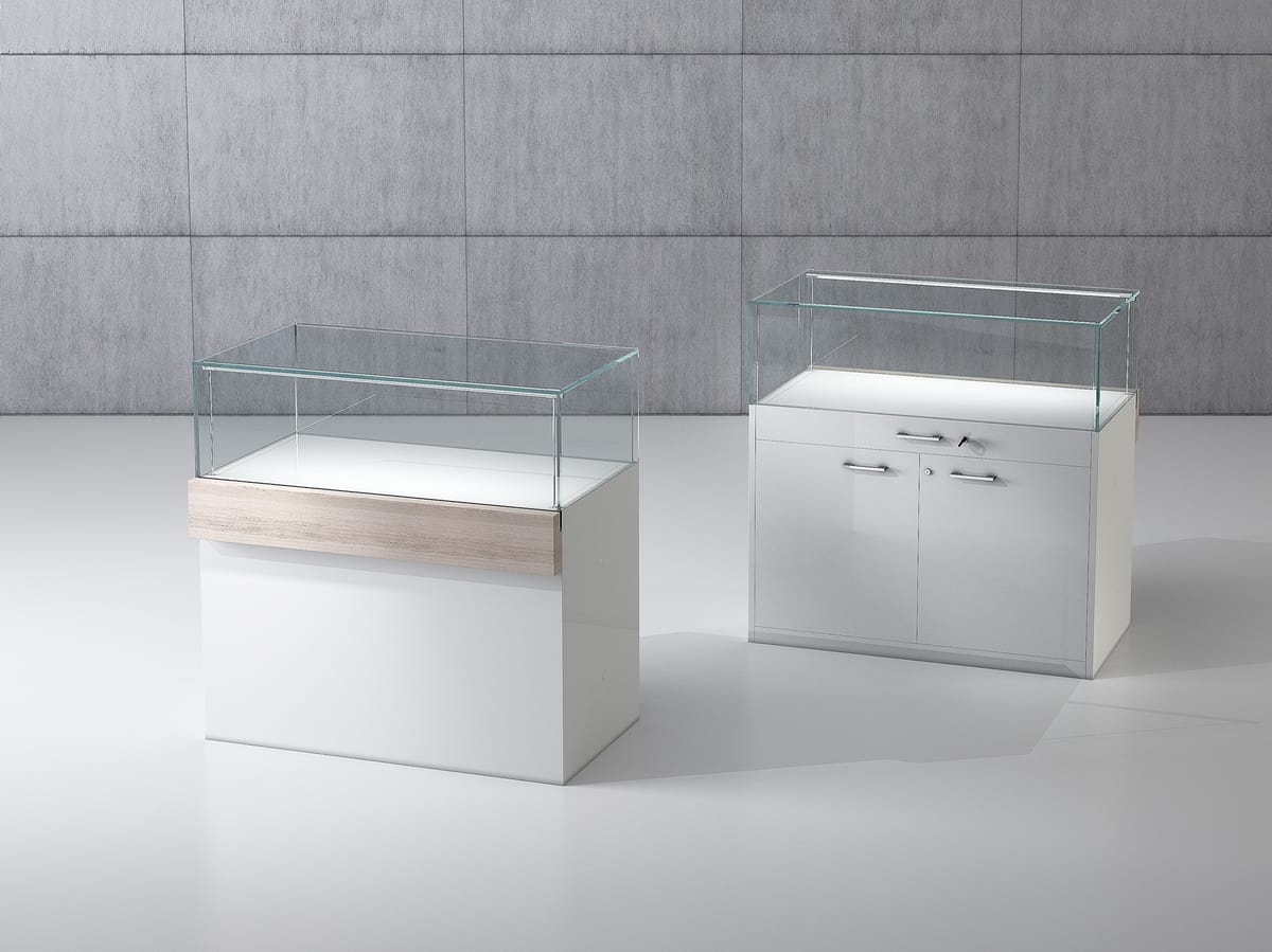 QF/10B, Wooden bench with tempered glass case