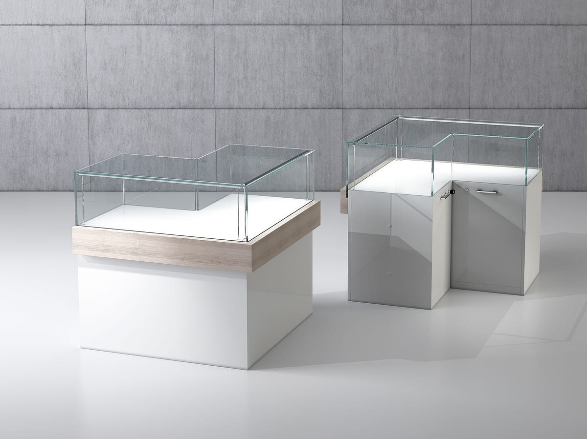 QF/10BA, Corner bench with display case