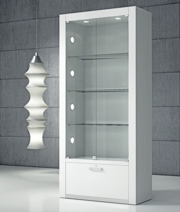 Quadratum Q/80, Showcase with integrated LEDs on the side
