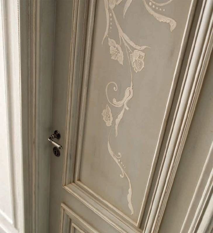 Amantea Art. 1314/QQ, Door with relief decoration