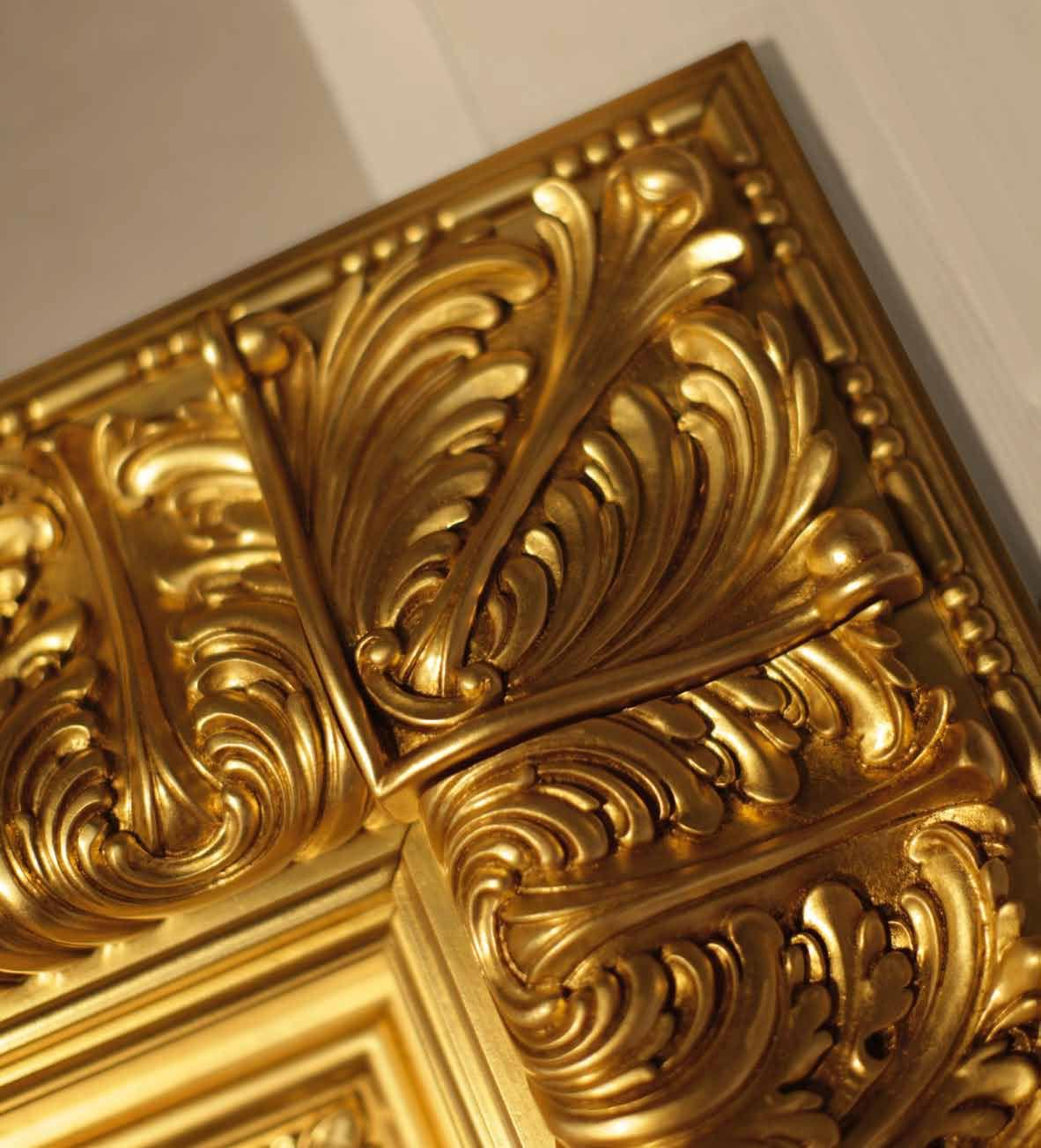 Corona Gold, Door entirely decorated in antique gold leaf