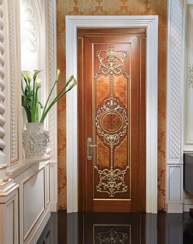 Lamda, Luxurious door with gold leaf carvings