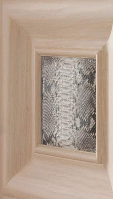 Paul Klee Art. 926/QQ/09, Door with snakeskin inserts