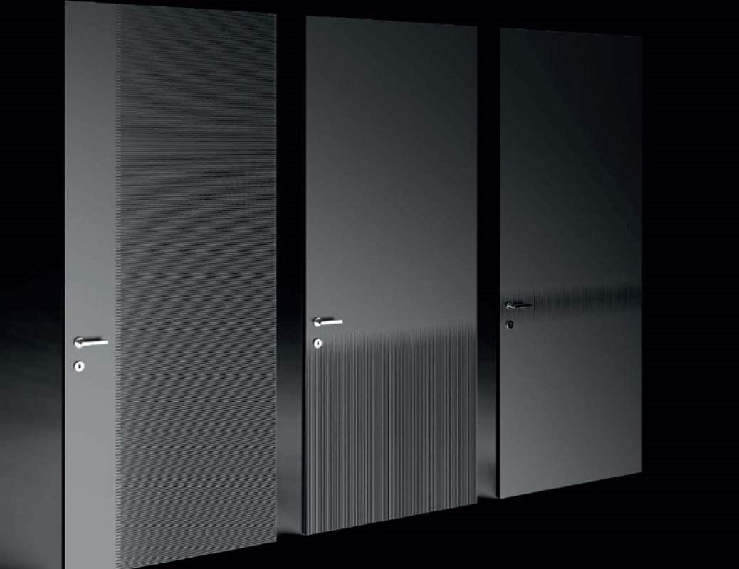 Razor, Doors decorated with linear engravings