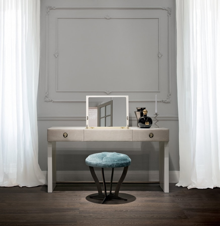 Jasmine, Dressing table with leather fronts