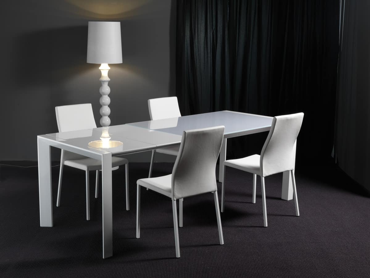 Art. 631 London, Extensible glass table, with wooden extensions
