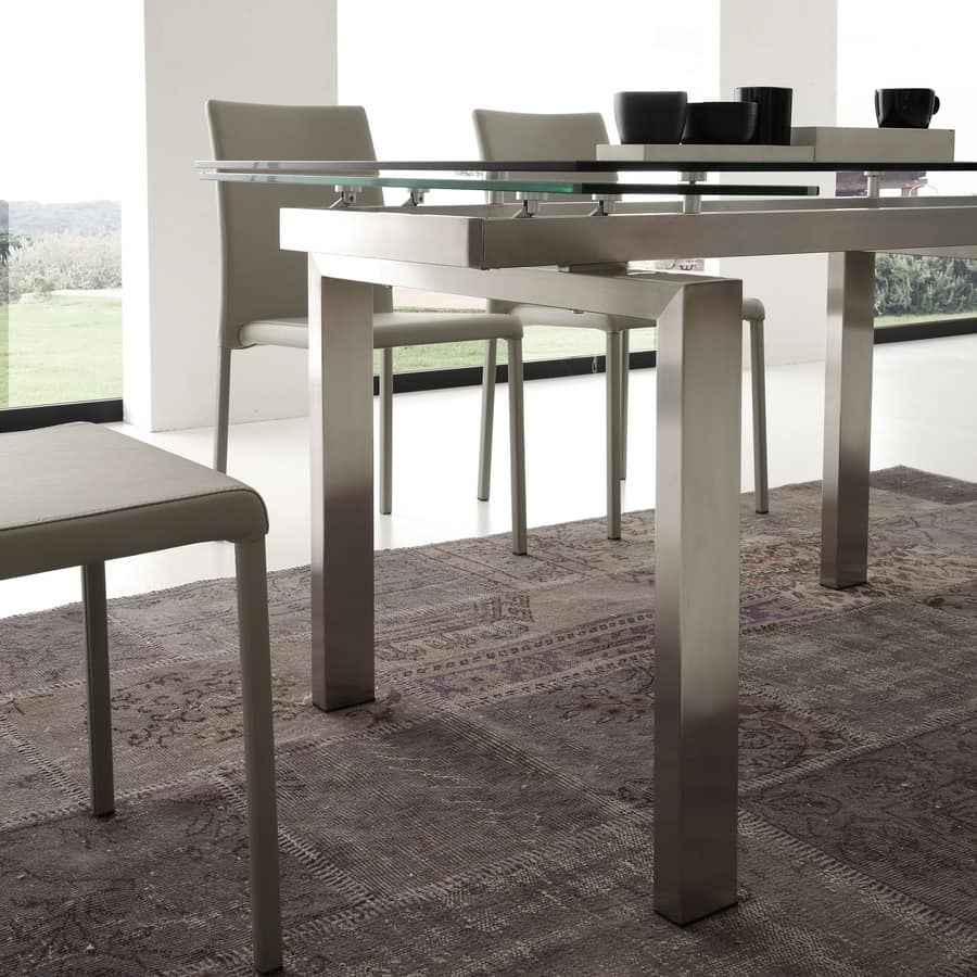 Art. 672 Manhattan, Extendable table in glass and brushed steel