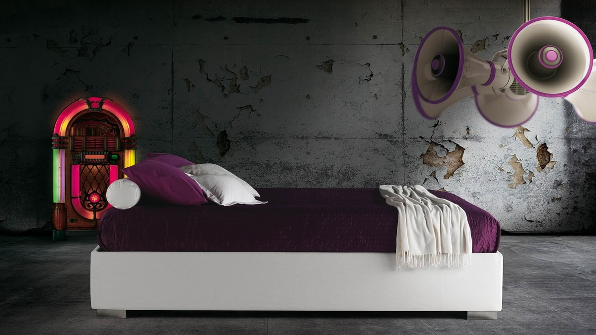 Haiti, Sommier bed, upholstered