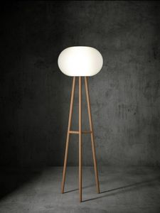 Bab� floor lamp, Floor lamp, with tripod base made of beech wood