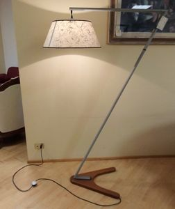 Floor lamp 02, Floor lamp with wooden base