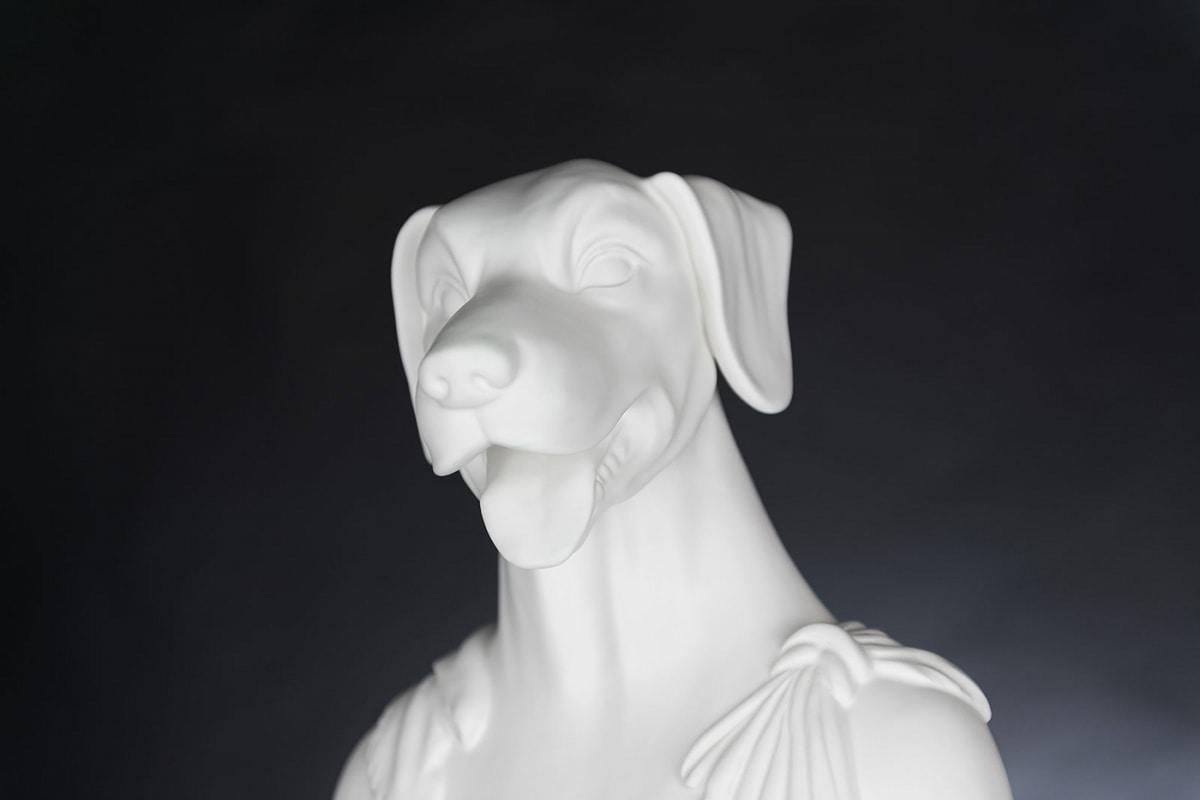 Argo, Dog head sculpture