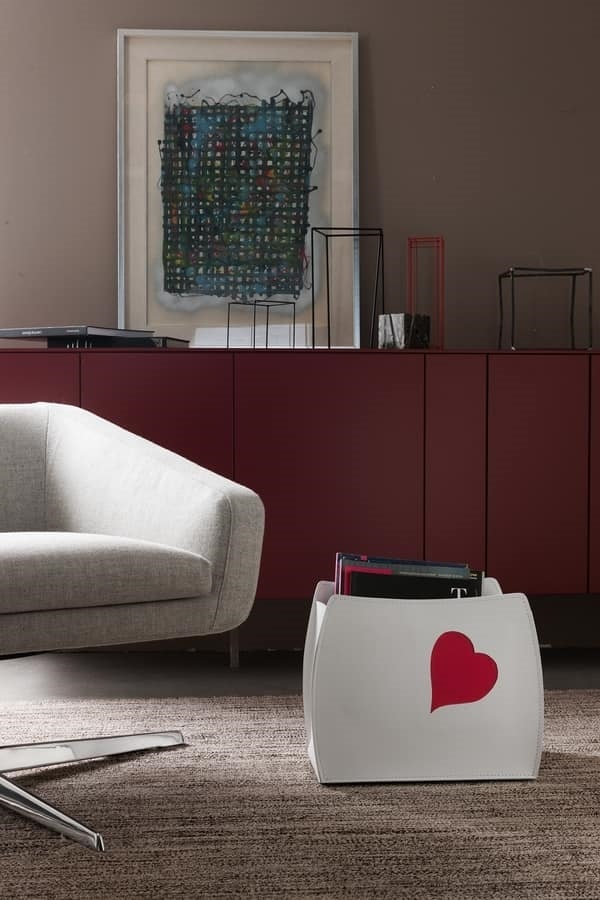 Beatrice, Magazine holder with heart shaped decoration
