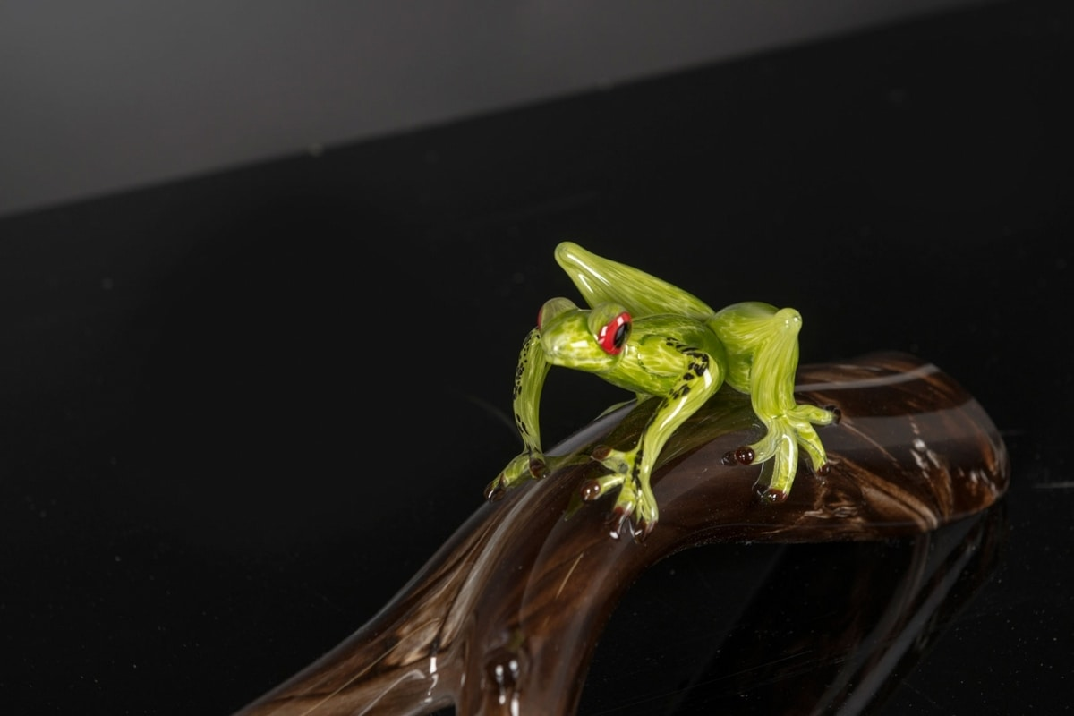 Branch with Frog, Decorative glass sculpture