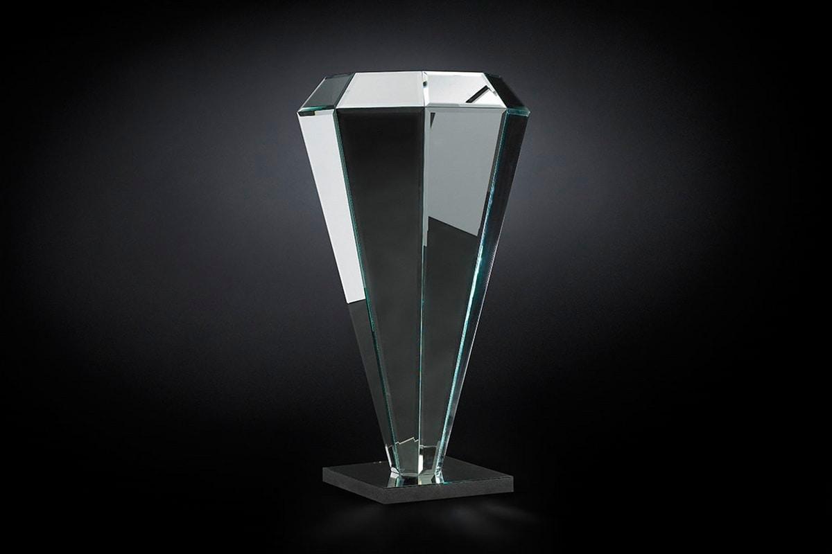 Diamante plinth, Diamond-shaped pedestal
