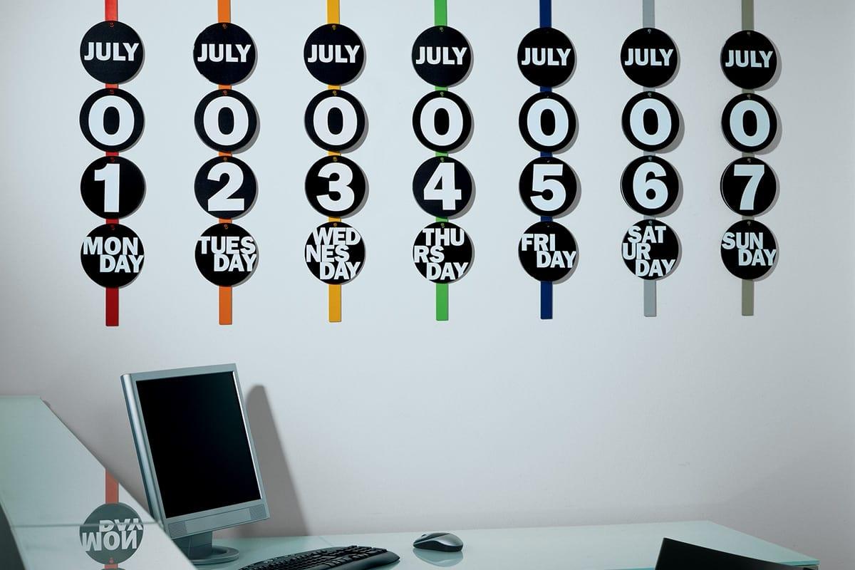 Didi perpetuo, Wall perpetual calendar in lacquered metal
