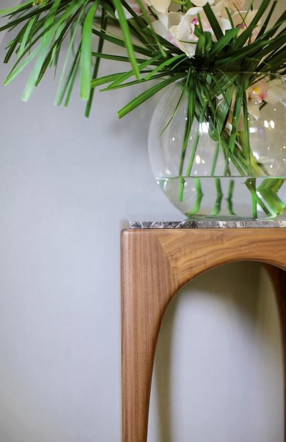FIDA Pedestal / Vase holder, Pedestal in solid wood and marble