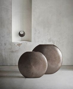 Gong, Oriental brass vase