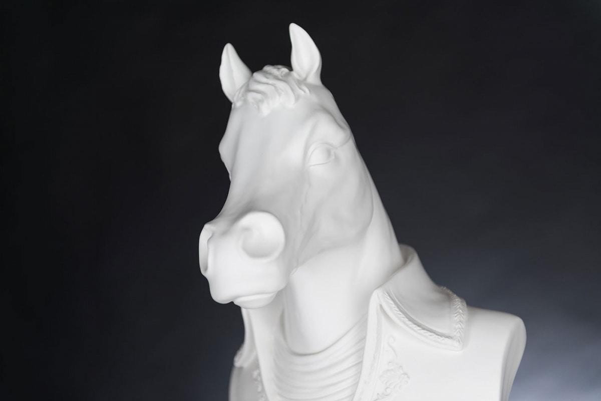 Marengo, Horse head sculpture
