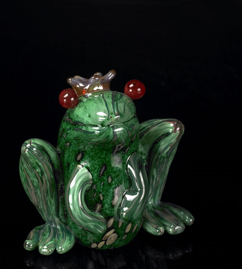 Prince Frog, Decorative glass frog