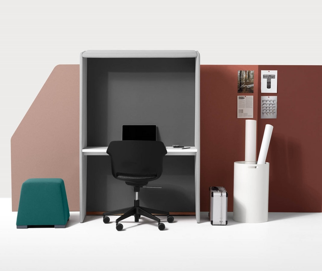 Circuit Zoom, Freestanding cocoon suitable as a desk and for video conferencing