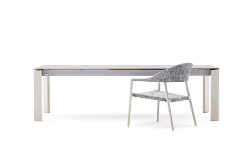 Dolmen low, Extendable table in aluminum for outdoor use