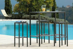 Seaside, Outdoor table in galvanized steel