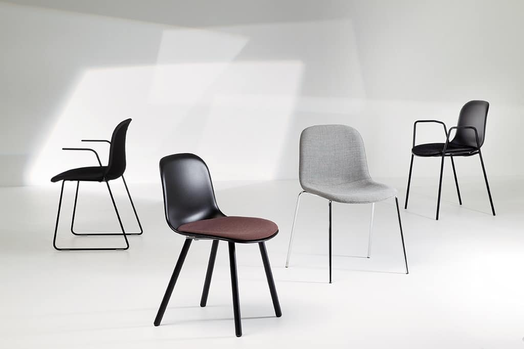 Mani SL, Visitor chair with colored polypropylene shell