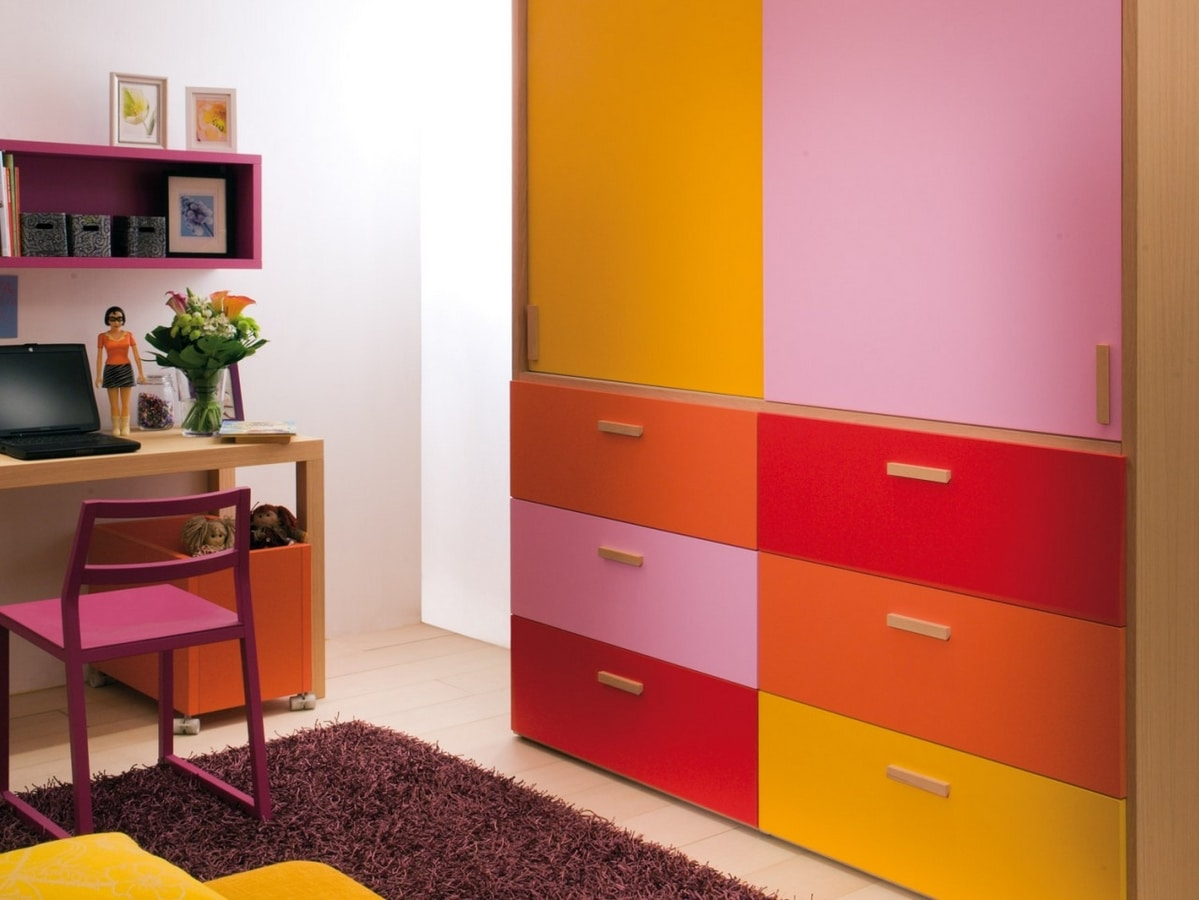 Boxer 7070, Girl's bedroom with pantograph with flowers