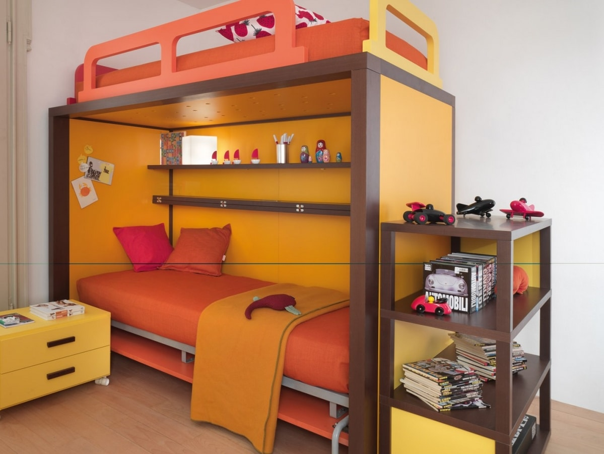 Boxer 9008, Bedroom with bed convertible into a desk