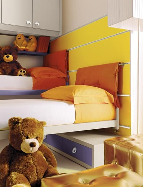 Comp. 208, Children's bed with wall panels fitted, colored
