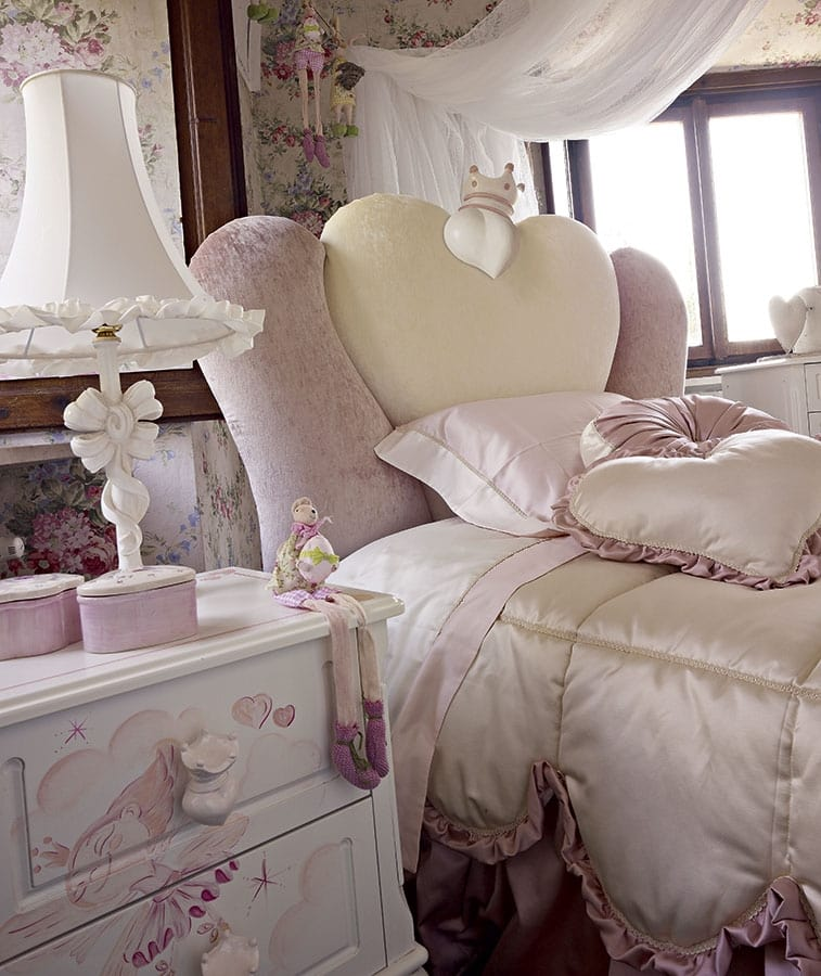 Gaia, Girl bedroom with a heart-shaped bed