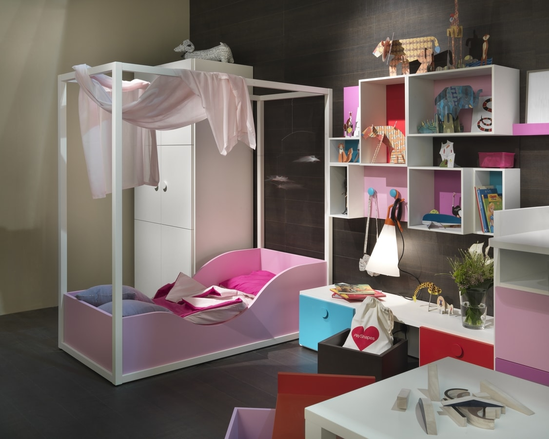 Kids K2012, Girl's bedroom with canopy bed