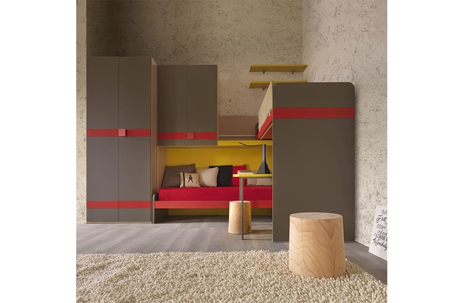 Warm comp.22, Kid bedroom with staircase equipped with a container