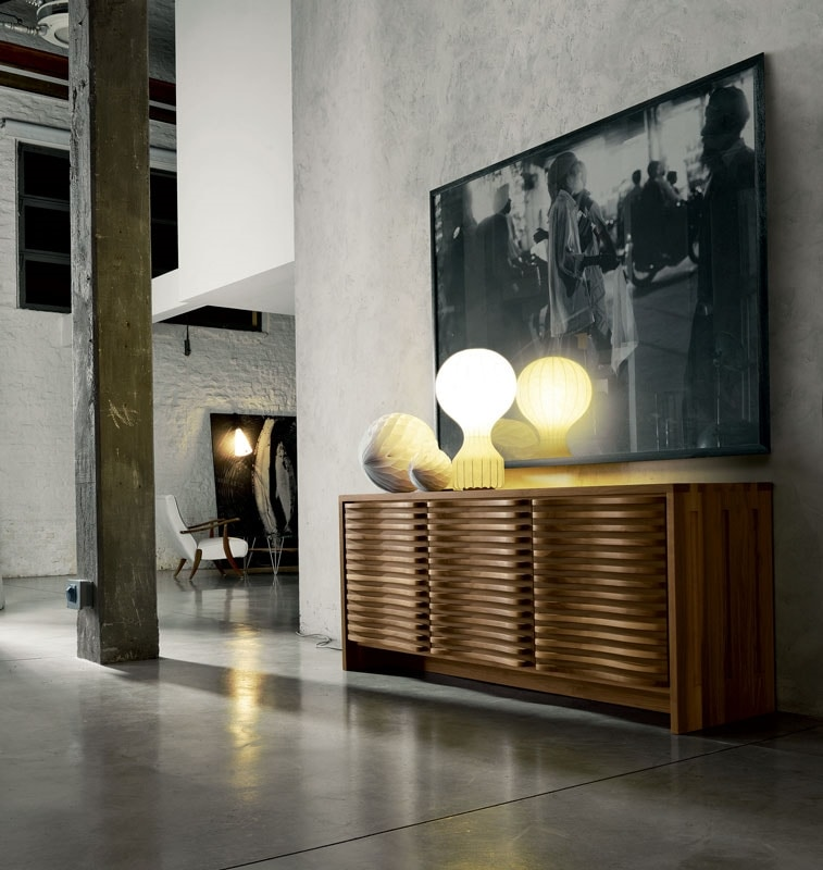A-121, Sideboard in wood, with characteristic curves