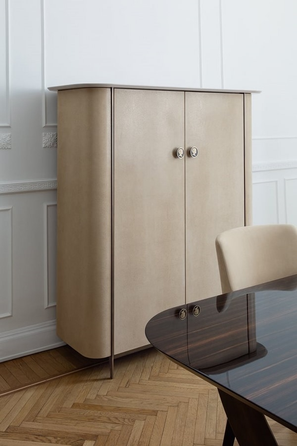 Alexander, Cabinet upholstered in leather