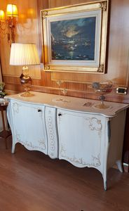 Art. 2212, Sideboard with hand-made decorations