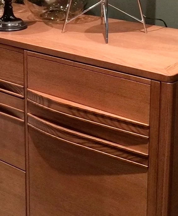 Cleo, Wooden sideboard