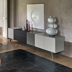 Domino pi�, Sideboard with effective geometric composition