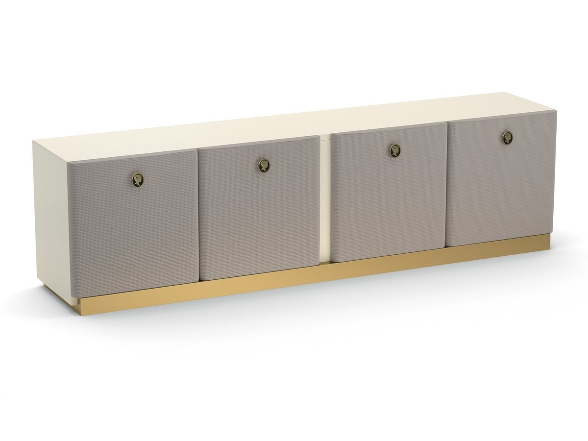 Jasmine, Sideboard with a sophisticated taste