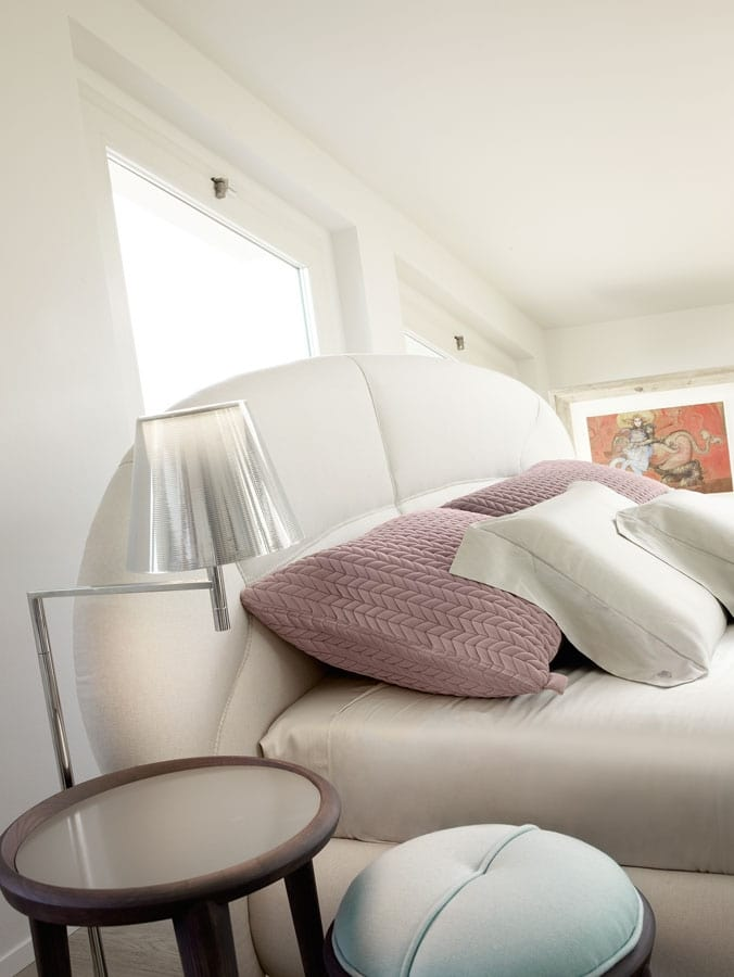 Baloon bed, Padded bed, headboard with rounded shapes