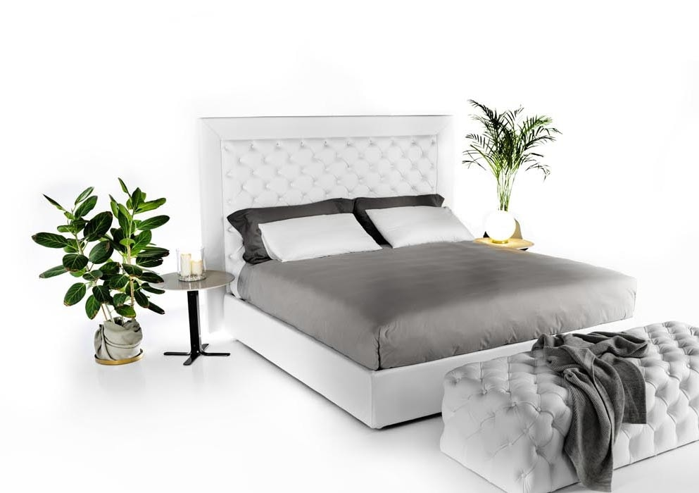 James, Elegant bed in white leather